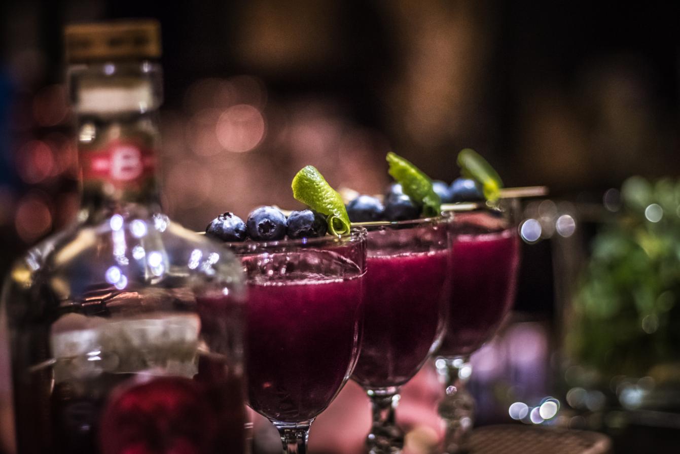 """""""Drinky sa stávajú legendami, ak za nimi stojí pútavý príbeh."""""""